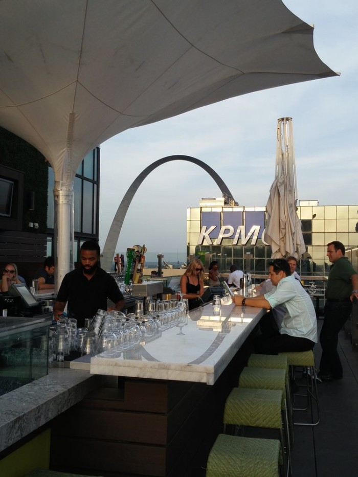 10 Restuarants With Rooftop Dining In Missouri