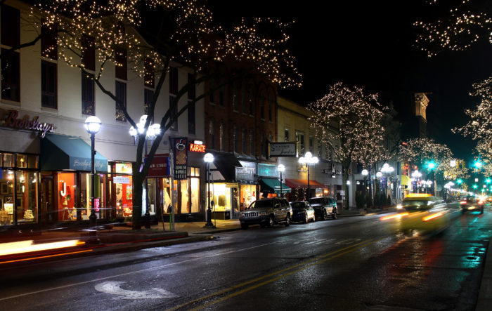 10 Best Christmas Towns In Michigan 2016