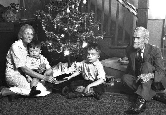 10 Vintage Nostalgic Photos Of Christmas In Ohio