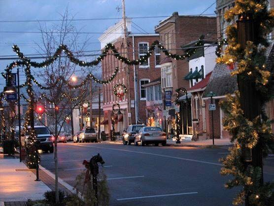 10 Best Christmas Main Streets Near Pittsburgh 2016