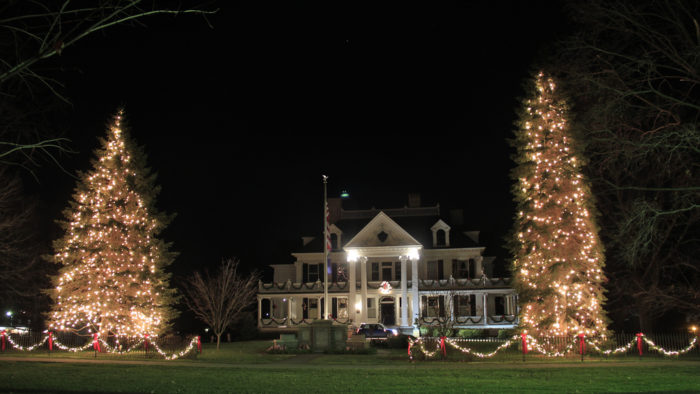 9 Gorgeous Christmas Decorated Main Streets In Connecticut