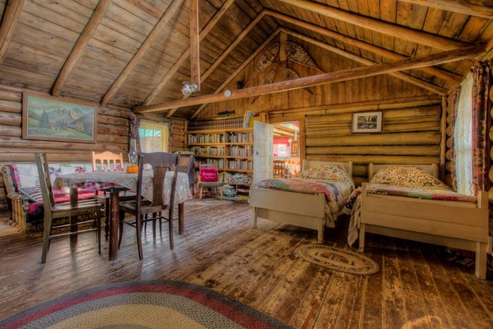 7 Amazing Places To Stay Overnight In Maine Without