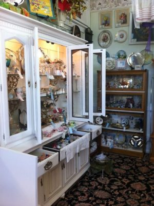 This Road Trip Will Take You To The Best Antique Stores ...