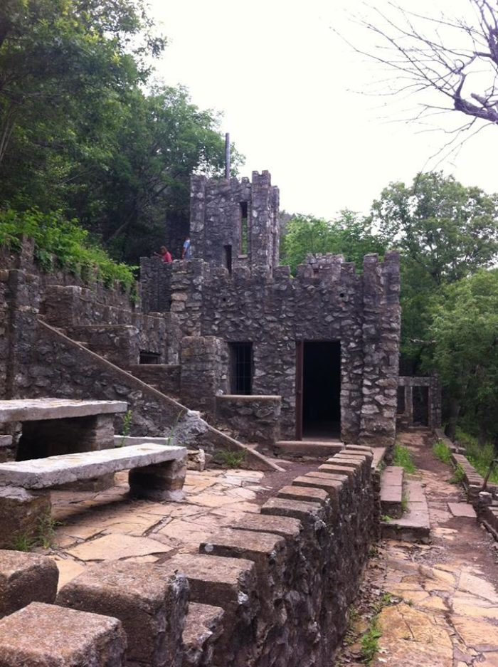 The Awesome Hike In Oklahoma That Will Take You Straight To An Abandoned Castle