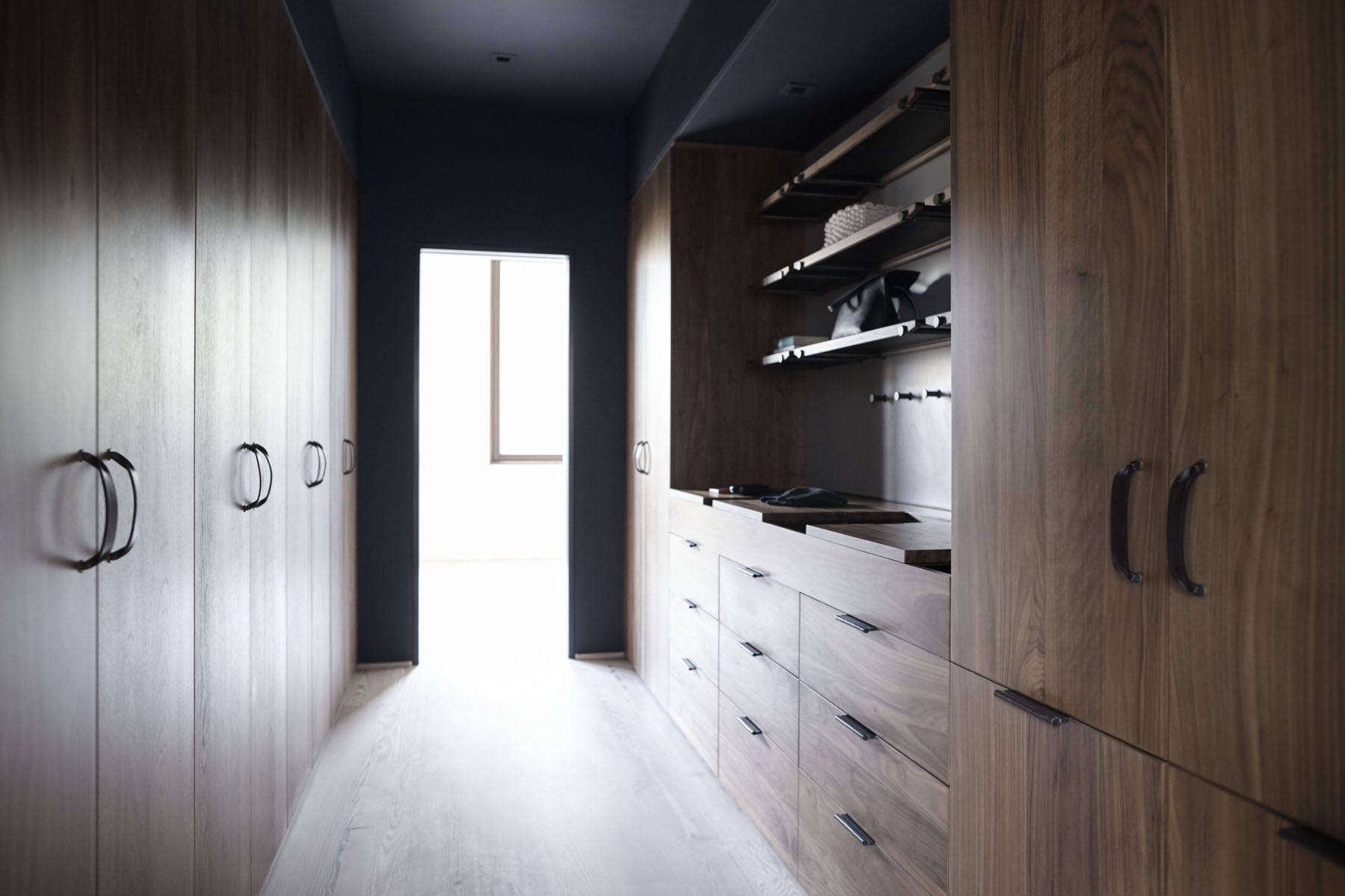 10 Best Closet Systems According To Architects And Interior Designers