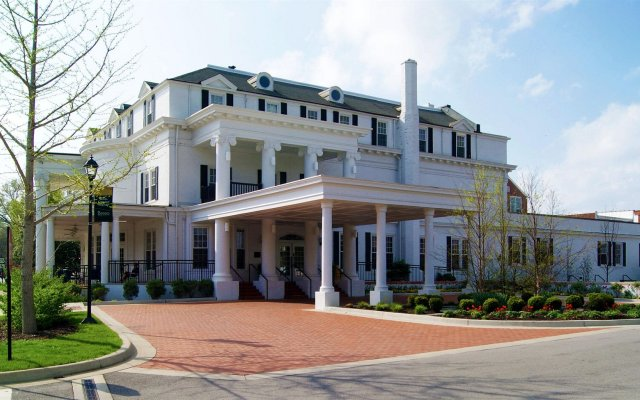 Historic Boone Tavern Hotel And Restaurant In Richmond