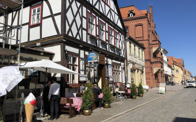 Hotel Am Rathaus In Tangermuende Germany From 116 Photos