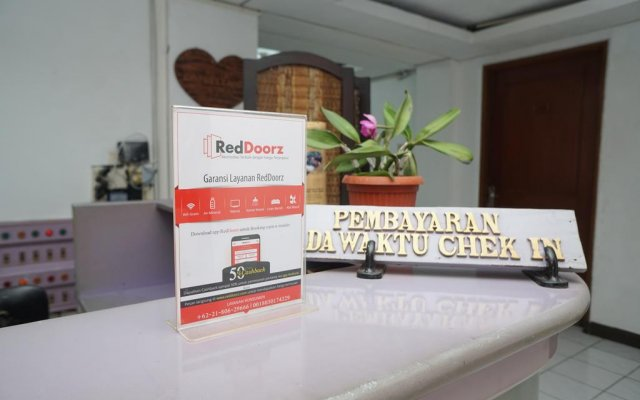Reddoorz Cipaku In Bandung Indonesia From 11 Photos