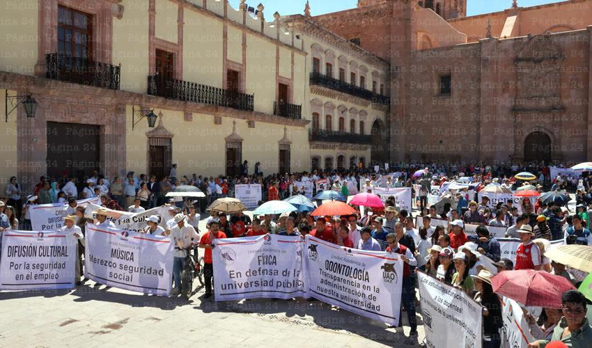 Alrededor de mil personas marcharon por las principales calles del Centro Histórico (Foto: Merari Martínez Castro)