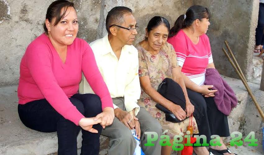 """""""Se reconoce la labor y hasta la misma colonia se ve hasta bonita, pero esto va a regresar a lo mismo, y en parte es por la misma gente"""", manifestó una habitante de La Campesina, a donde fue el alcalde tapatío a poner en marcha un programa gubernamental/Fotos: Francisco Tapia"""
