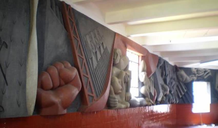 Detalle del mural Historia de México, de Isamu Noguchi, localizado en la segunda planta del mercado Abelardo L. Rodríguez, en la Ciudad de México