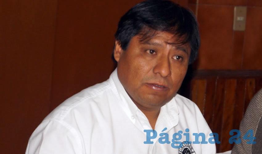 Epifanio Méndez, del Suacobaej, explicó que con la recolección de firmas pretenden presentar iniciativa ciudadana a los senadores, para que reformen los artículos 3 y 73 de la Constitución, derogando la infame reforma/Foto: Francisco Tapia