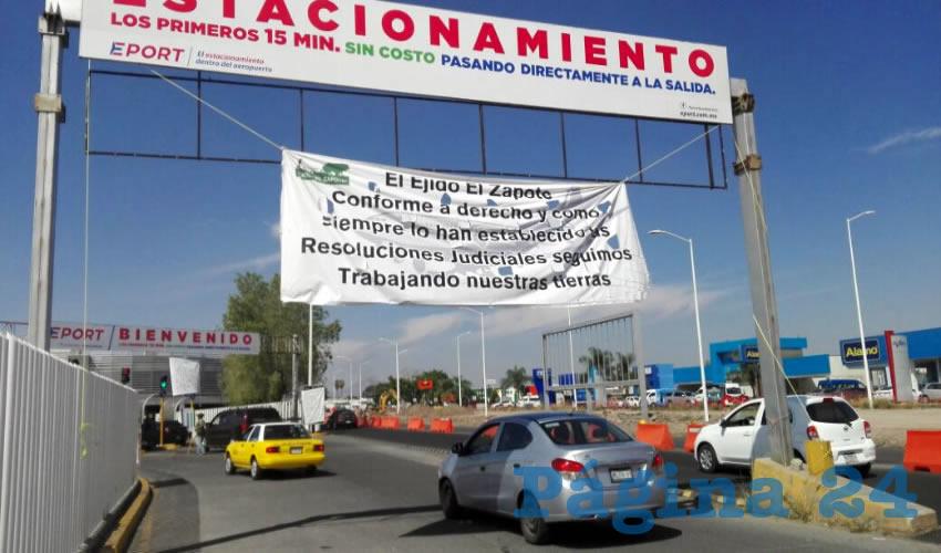 Los ejidatarios de El Zapote mantienen actualmente el control del terreno, cobrando un ingreso de 20 pesos por coche que pretenda utilizar el estacionamiento; aseguran que hasta el momento no han sido notificados para el desalojo/Fotos: Francisco Andalón