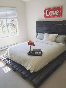Wooden Pallet Bed Of Pallets - Pro