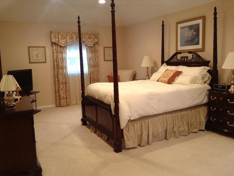 Thomasville Mahogany 4 poster master bedroom set  Little
