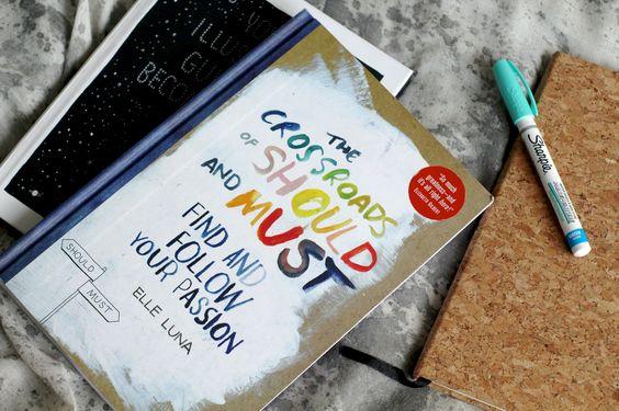 The crossroads of sould and must: un po' libro e un po' opera d'arte, tanti colori e spunti di riflessione.