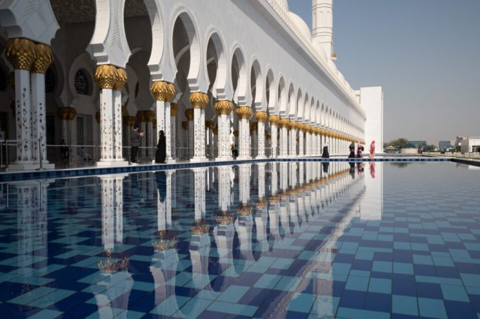 Grand-Mosque-Crowded