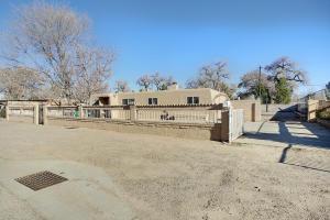 1804 CORTE FLORENTINO Street SW, Albuquerque, NM 87105