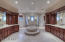 Jacuzzi, sauna, overhead shower- space for both of you!!