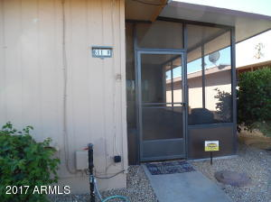 End unit w/screened in porch!