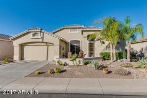 Stunning Phoenician with Front Paver Courtyard to relax and Entertain!