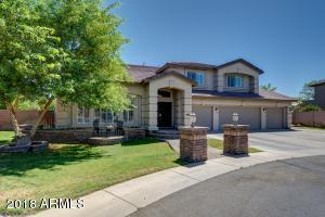 True executive home with HUGE yard & amenities. This property is an entertainer's delight!