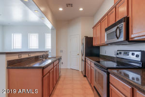 Excellent working layout of kitchen, stainless appliances. Reverse Osmosis water system at kitchen sink!
