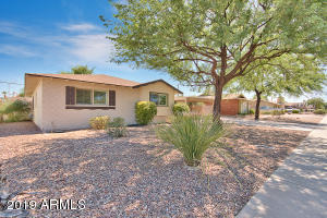 Front of north south facing home in sought after south Scottsdale!