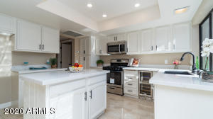 REMODELED GOURMET KITCHEN. GAS STOVE/OVEN. WINE COOLER