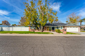 3512 E HIGHLAND Avenue, Phoenix, AZ 85018