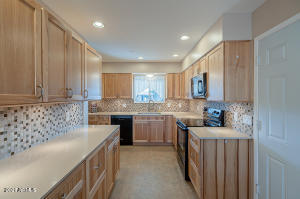 Upgraded kitchen with Thomasville soft-close cabinets.