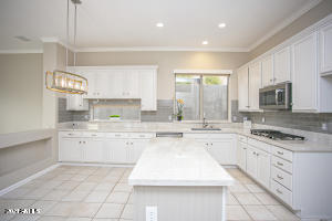 Fabulous New Kitchen with Quartzite, loads of cabinets, double ovens +++