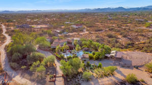 Welcome to an entertainer's paradise in North Scottsdale!