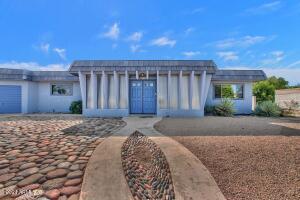 Beautiful home in Mesa East community
