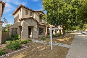 821 W VILLAGE Parkway, Litchfield Park, AZ 85340
