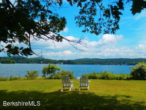 26 Lakecrest Dr, Pittsfield, MA 01201