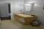Full bathroom (upstairs)