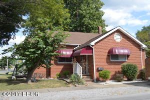 1302 E Main, West Frankfort, IL 62896