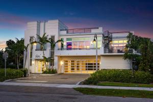 226 Palm Court, Delray Beach, FL 33444