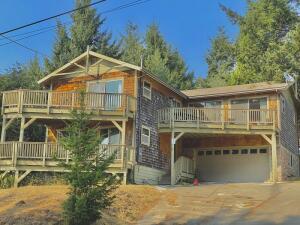 21 Nob Hill Road, Shelter Cove, CA 95589