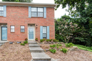 This 2 BR, 1.5 BA brick end unit in a well maintained planned unit development is conveniently located minutes to I 140, I 40, Turkey Creek shopping area and so much more.