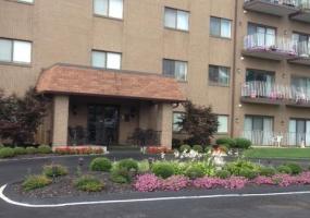 3030 Breckenridge Ln, Louisville, Kentucky 40220, 2 Bedrooms Bedrooms, 5 Rooms Rooms,2 BathroomsBathrooms,Residential,For Sale,Breckenridge,503,1398473