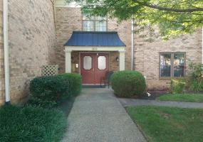 1800 Manor House Dr, Louisville, Kentucky 40220, 2 Bedrooms Bedrooms, 5 Rooms Rooms,2 BathroomsBathrooms,Residential,For Sale,Manor House,213,1508651