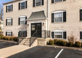 209 Middletown Square, Louisville, Kentucky 40243, 1 Bedroom Bedrooms, 4 Rooms Rooms,1 BathroomBathrooms,Residential,For Sale,Middletown,1521546