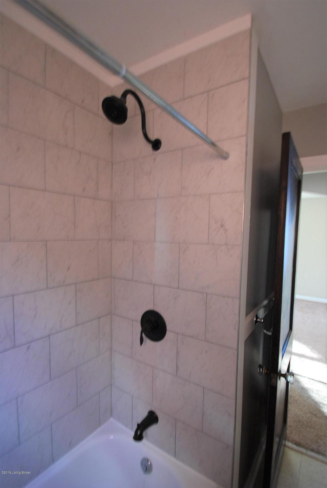 5130 Laughlin Ave, Louisville, Kentucky 40214, 2 Bedrooms Bedrooms, 5 Rooms Rooms,1 BathroomBathrooms,Rental,For Rent,Laughlin,1521921