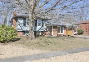 12215 Ledges Dr, Louisville, Kentucky 40243, 3 Bedrooms Bedrooms, 7 Rooms Rooms,2 BathroomsBathrooms,Residential,For Sale,Ledges,1523618