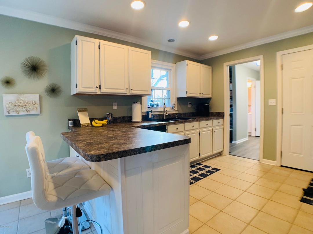 2425 Woodmont Dr, Louisville, Kentucky 40220, 4 Bedrooms Bedrooms, 10 Rooms Rooms,3 BathroomsBathrooms,Residential,For Sale,Woodmont,1528036