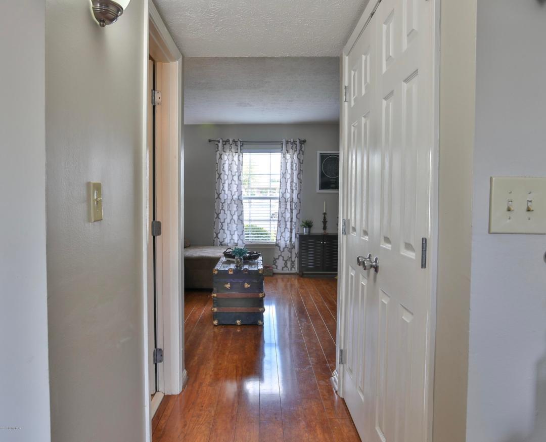1362 Herr Ln, Louisville, Kentucky 40222, 2 Bedrooms Bedrooms, 4 Rooms Rooms,2 BathroomsBathrooms,Residential,For Sale,Herr,1532013