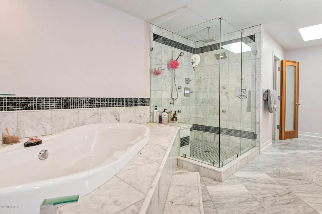 6208 Glen Hill Rd, Louisville, Kentucky 40222, 5 Bedrooms Bedrooms, 10 Rooms Rooms,9 BathroomsBathrooms,Residential,For Sale,Glen Hill,1535265