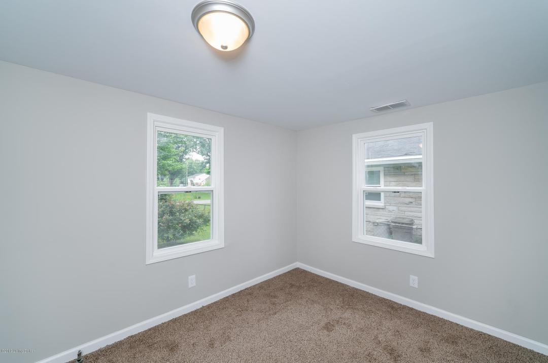 4930 Wellsworth Ave, Louisville, Kentucky 40216, 3 Bedrooms Bedrooms, 5 Rooms Rooms,2 BathroomsBathrooms,Residential,For Sale,Wellsworth,1537257